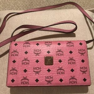 EUC MCM PINK LEATHER CROSSBODY WALLET CLUTCH BAG!! e5a98c8fce